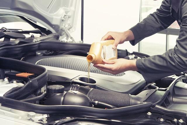 エンジンオイルの役割と交換の必要性